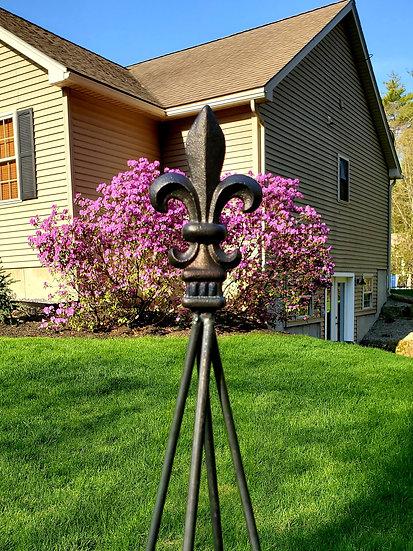 Fleur de lis Garden Obelisk