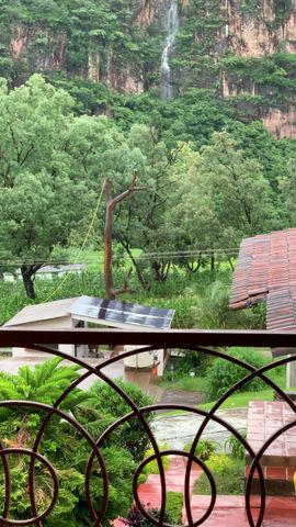 Cascadas frente a Cabañas Santo Tomás Puesta del Sol