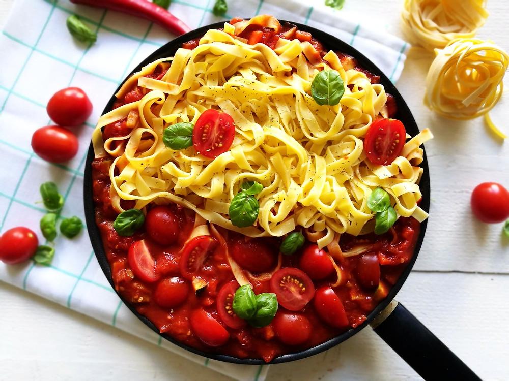 tagliatelle met pittige tomatensaus