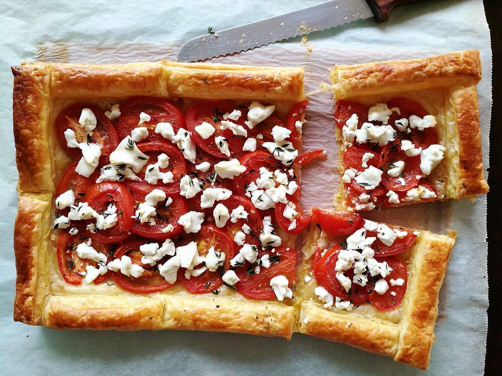 Plaattaart met tomaat & geitenkaas