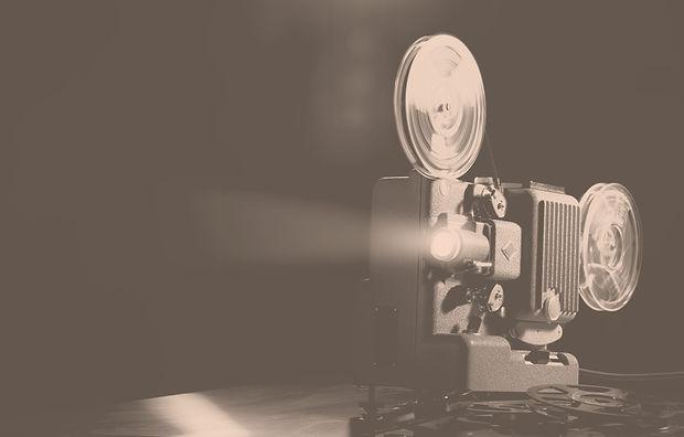 vintage-film-projector-and-film-screenin