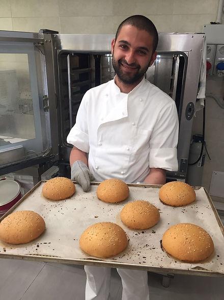 Nei nostri laboratori sforniamo pane e alimenti frschi senza glutine e senza lattosio.
