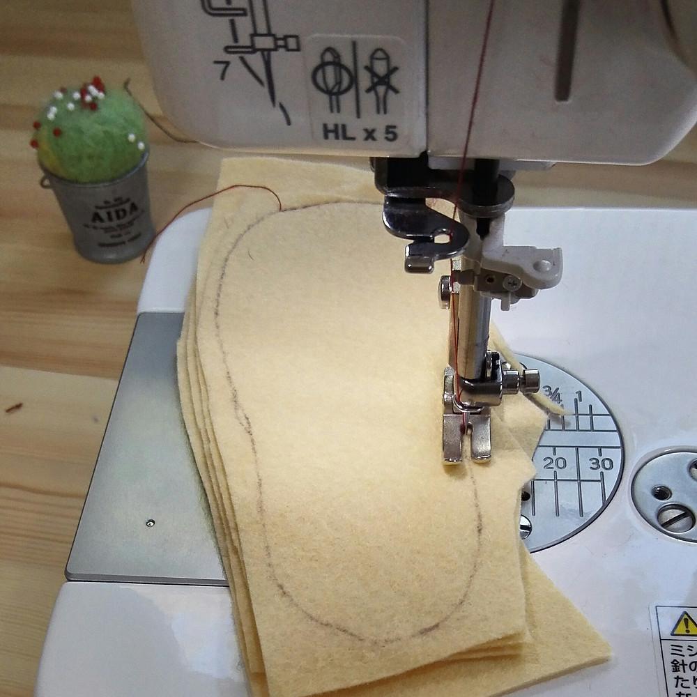 靴の中敷の作り方(フェルトを縫う)