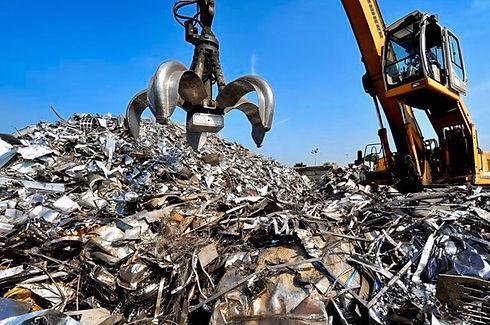 qmag_scrap_metal_recycling-770x511[1].jp