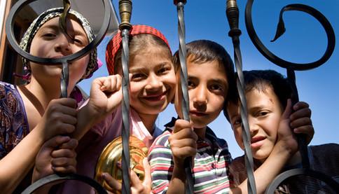 Durch Spenden fördern wir die Entwicklung des Kindes im Besonderen.