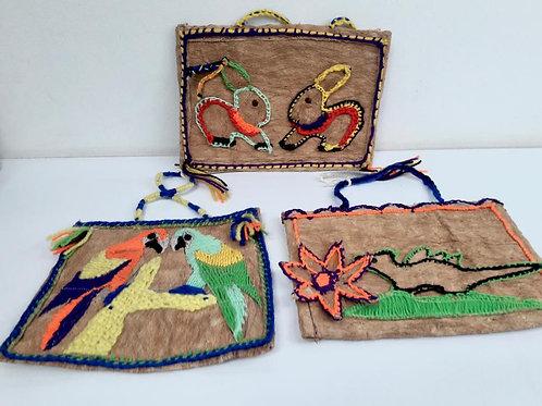 Cuadros con mastate y lana Cabécar