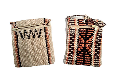 Woven bag with zipper