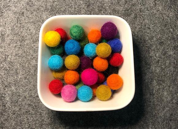 Lot de 15 boules de feutrine de laine