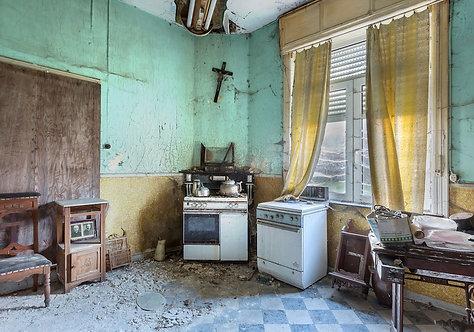 A messy kitchen, is a happy kitchen 105x150cm