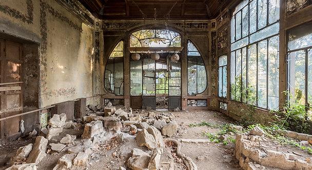 Smashed garden house 81x150cm