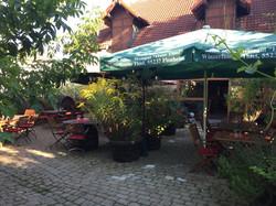 Der Hof im Sommer
