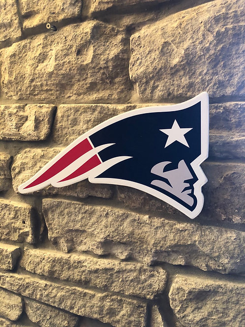 """imake NFL LARGE """"Flying Head"""" New England Patriots Wooden wall badge"""