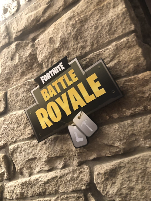 "Fortnite's ""BATTLE ROYAL"" Wooden Wall Badge!"