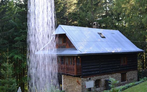 Chalupy Bystřice venkovní sprcha