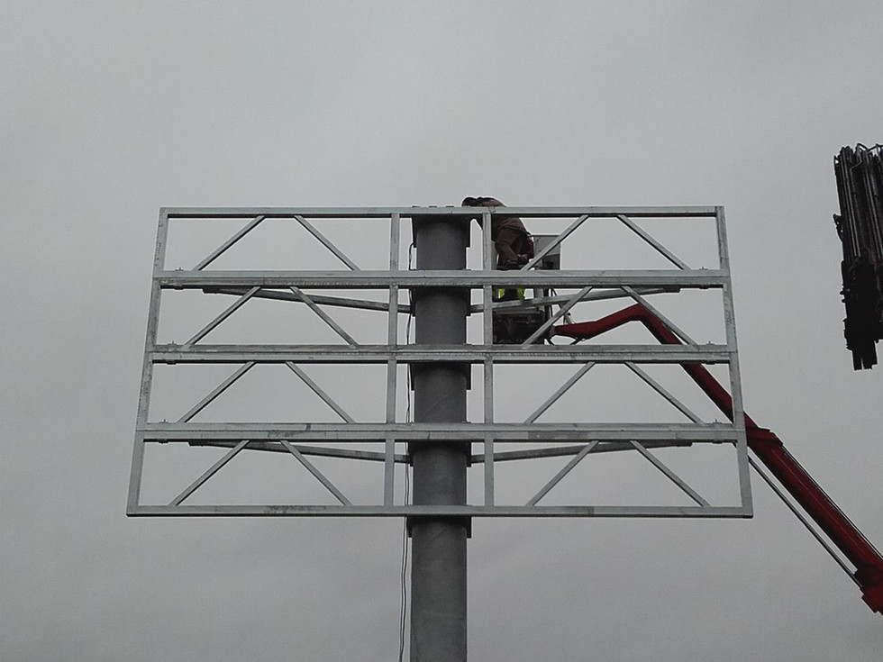 Stahlkonstruktion für 7x5,5m Leuchtspannschild