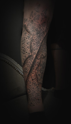 Half leg sleeve dot work