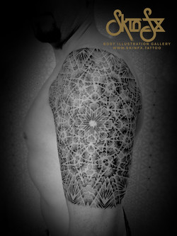 Geometric optical tattoo