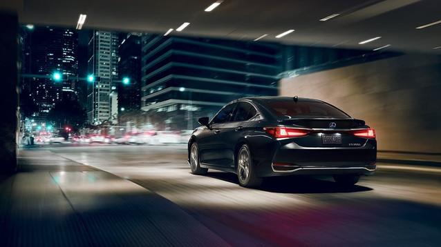 Lexus-ES-eshshowninnebulagraypearl-galle
