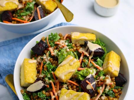 Kale salad with tofu croutons
