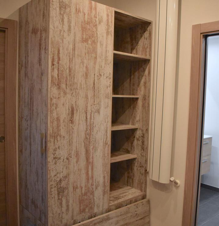 Vestidor con muebles de madera a medida