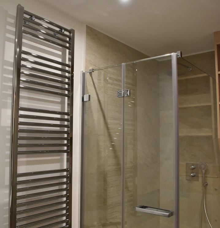 Plato de ducha y radiador toallero