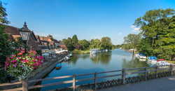 oxford Swan & river