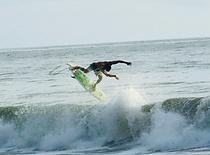 Machin en ola / surf .png