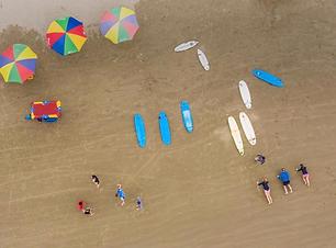surf en la playa .png
