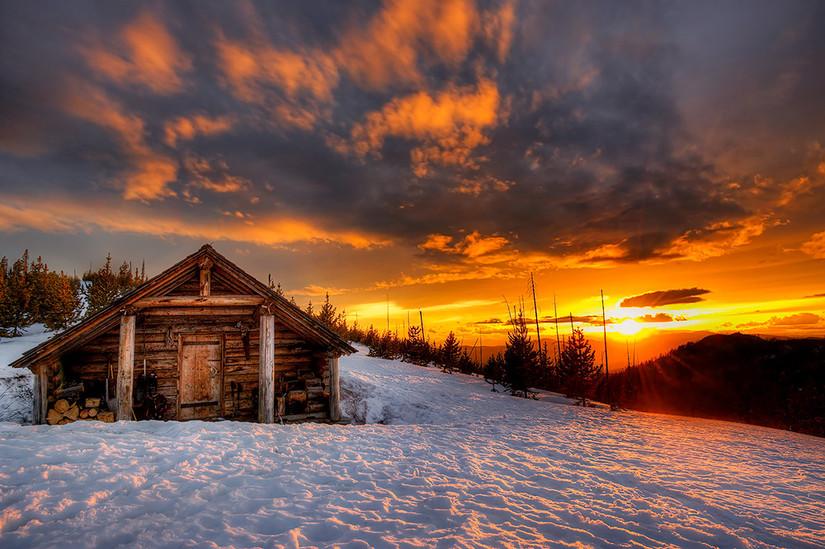 Snowpeak Cabin Sunset