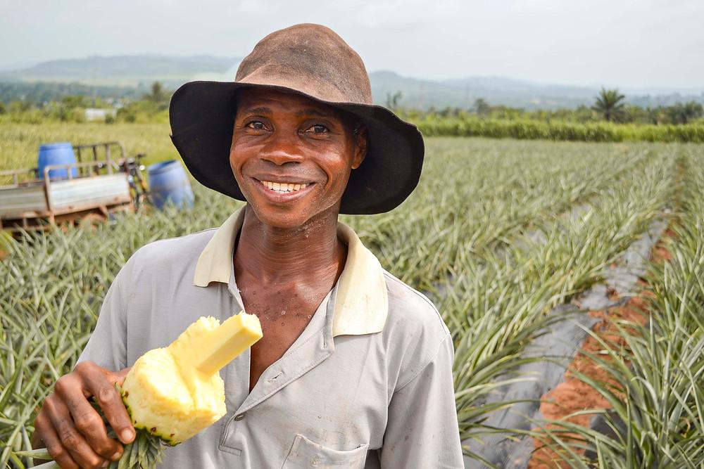 Smiling ananasbonde MathiasGbetivi