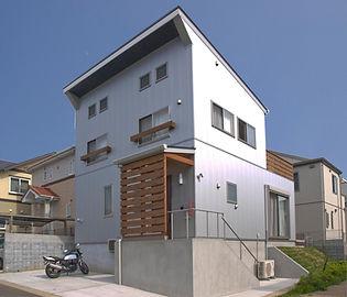 ガルバ鋼板の外装 未来的な外装