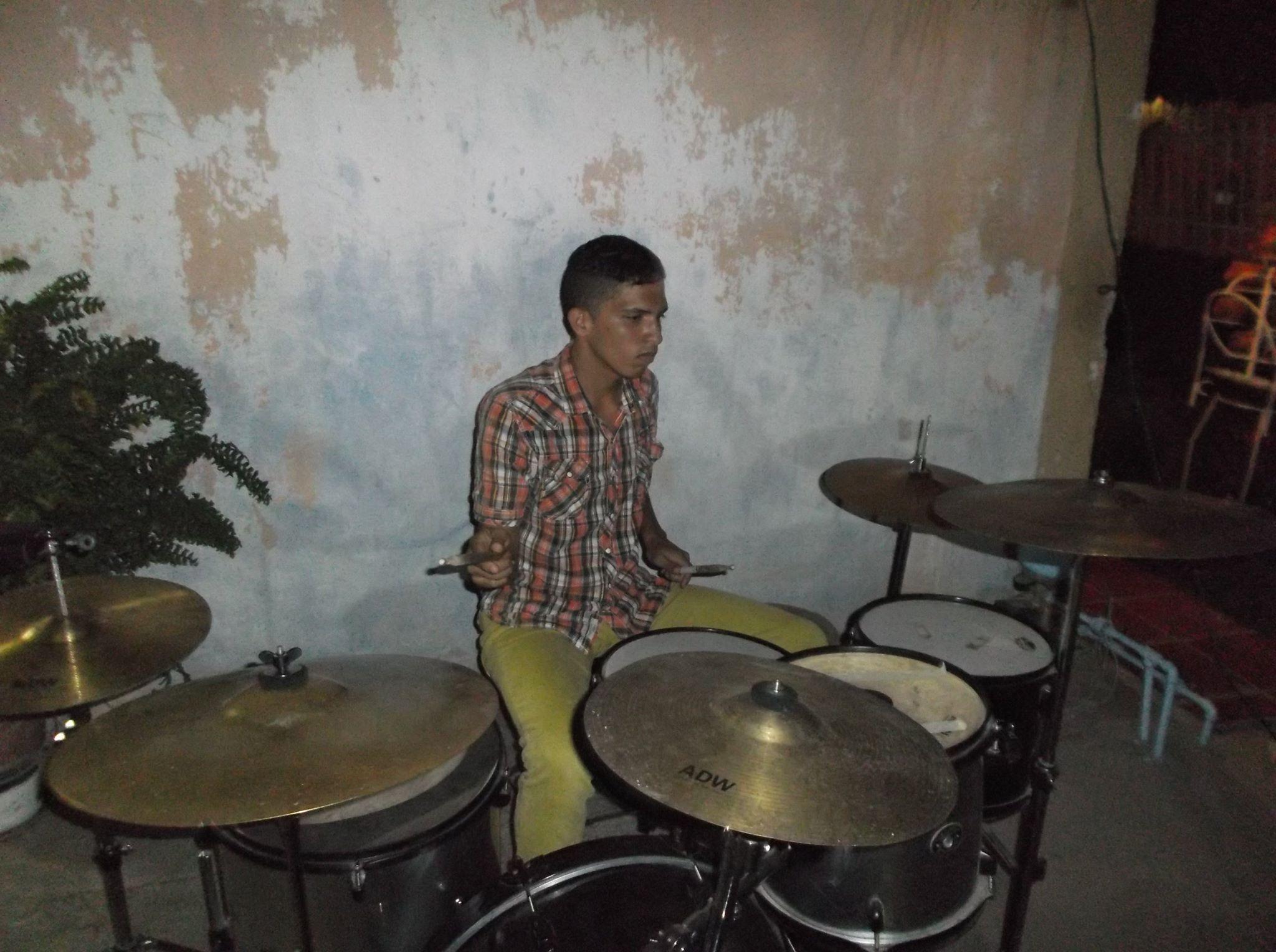 josue el baterista