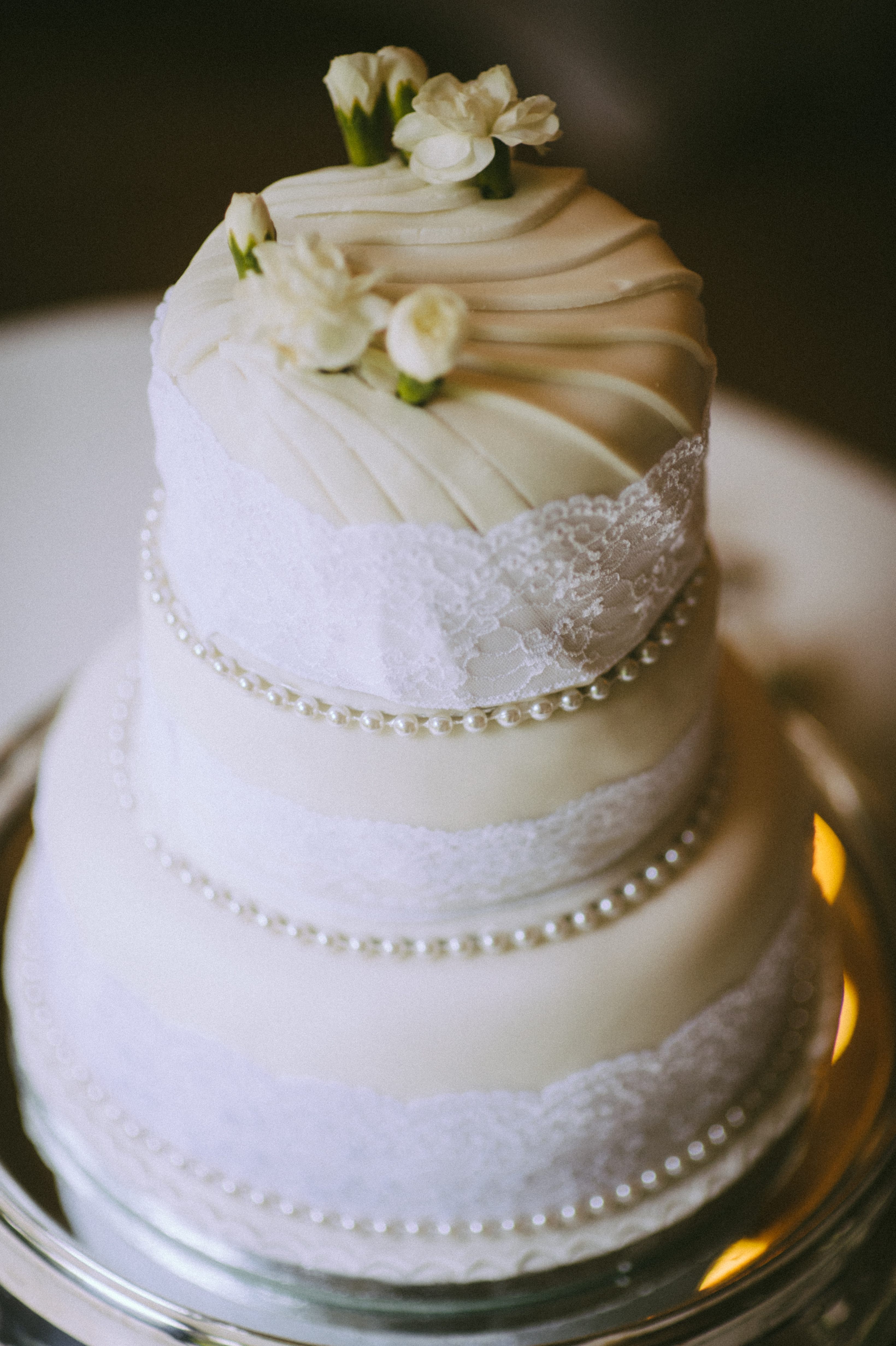 wedding photographers devon wedding cake.jpg
