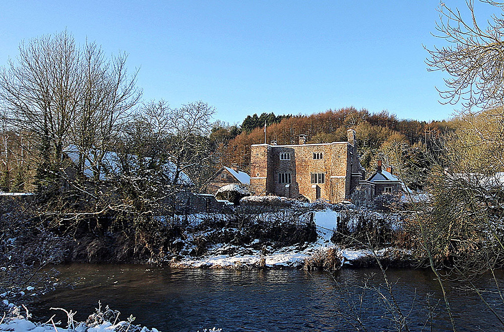 Bickleigh Castle Estate Winter Wedding.jpg