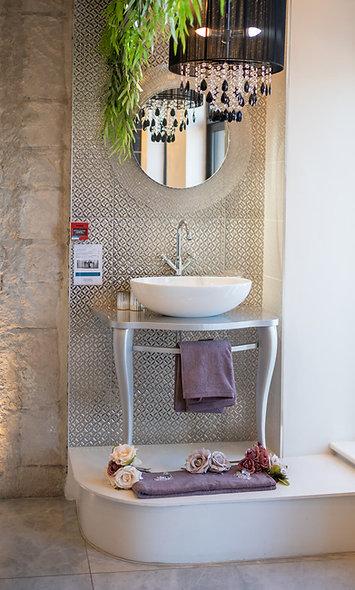 Classic Wash Stand, Basin & Tap
