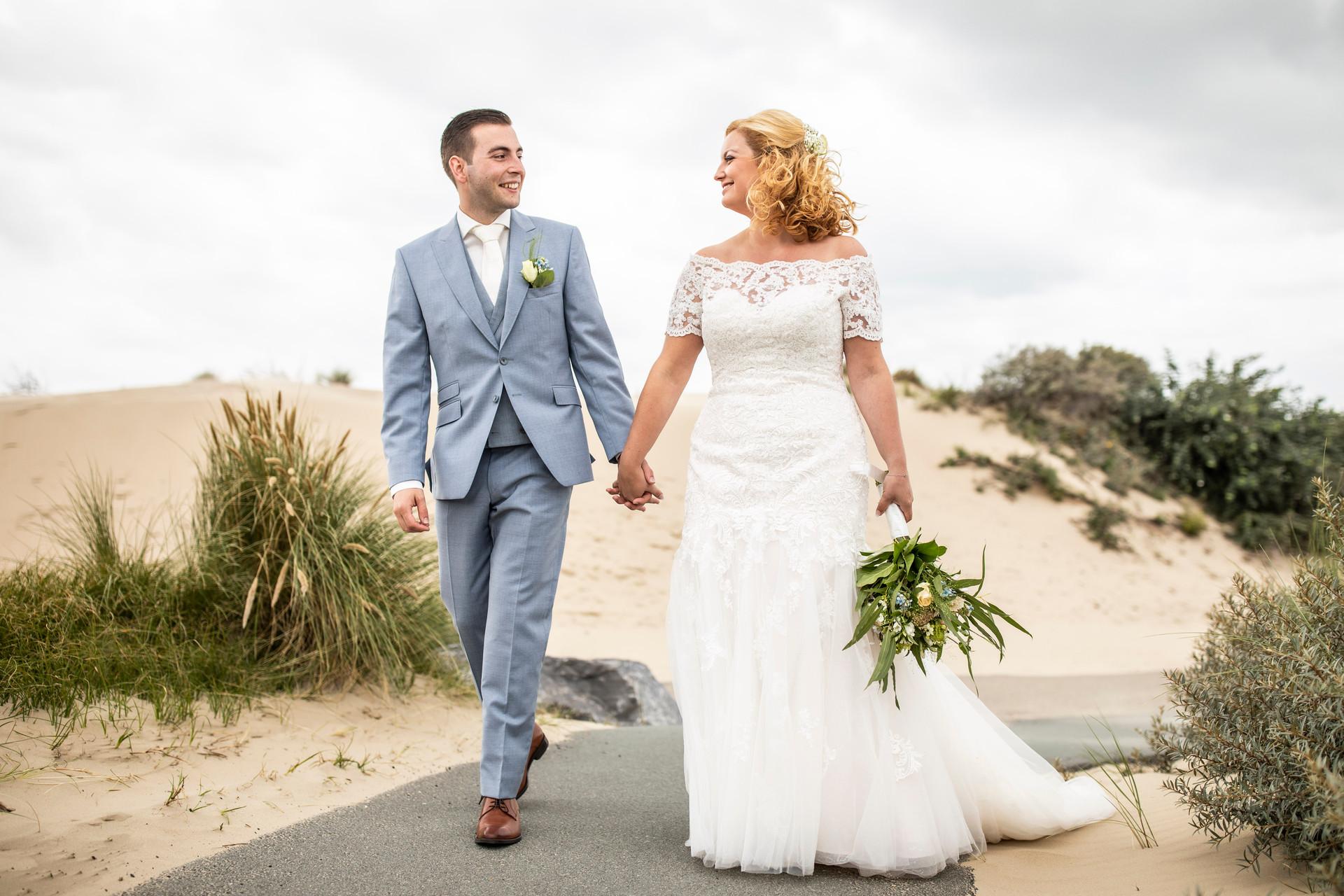 Bruiloft foto Hand in hand