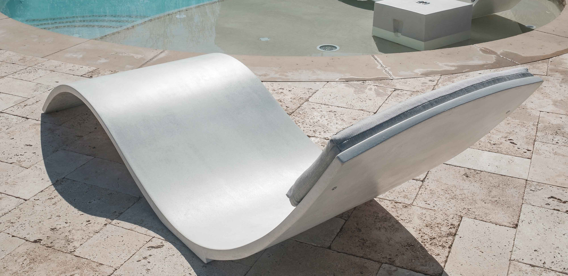 The Chaise Curve Back