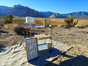 Minimony at Red Rock Canyon Overlook in Las Vegas, Siello Weddings and Events + Cactus Collective Weddings