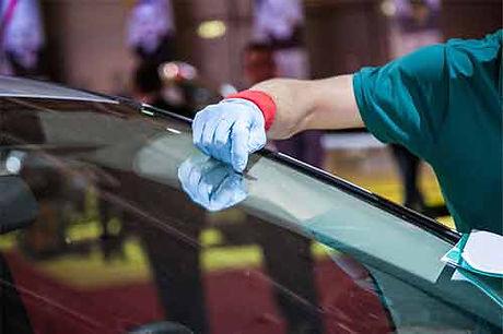 bobs glass shop windshield repair.jpg