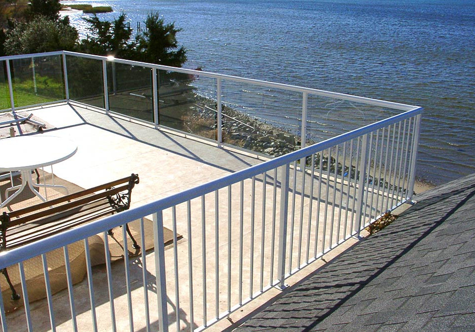 Aluminium powder-coated balustrade