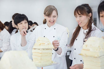 Rhianydd Webb teaching at the Shanghai Cakeart studio. Pic by Shanghai Cakeart studio