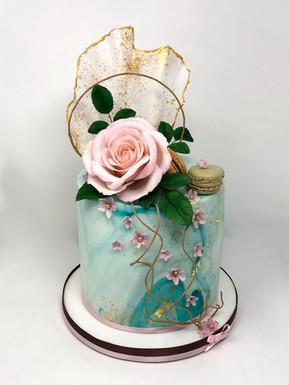 Elegant single tier cake £120