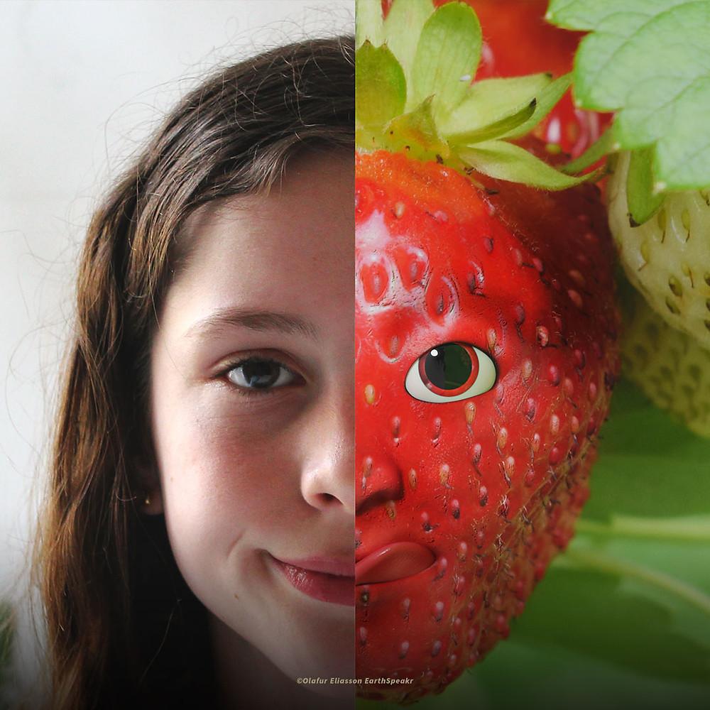 Um retrato dividido ao meio: à esquerda, uma miudita a sorrir; e à direita um morango com olhos, nariz e boca.