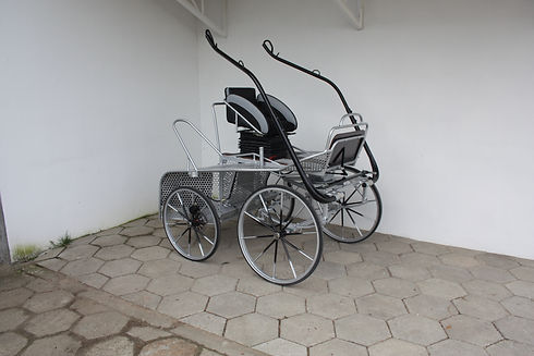 Compact extreme carriage standing ready for use.jpg