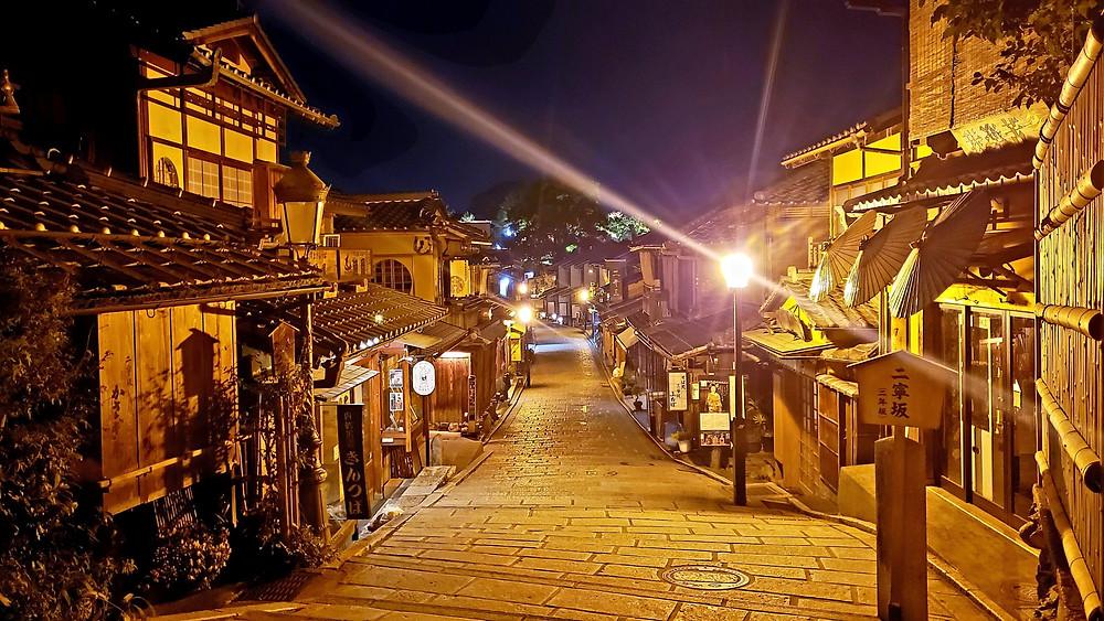 Higashiyama District without crowds at night
