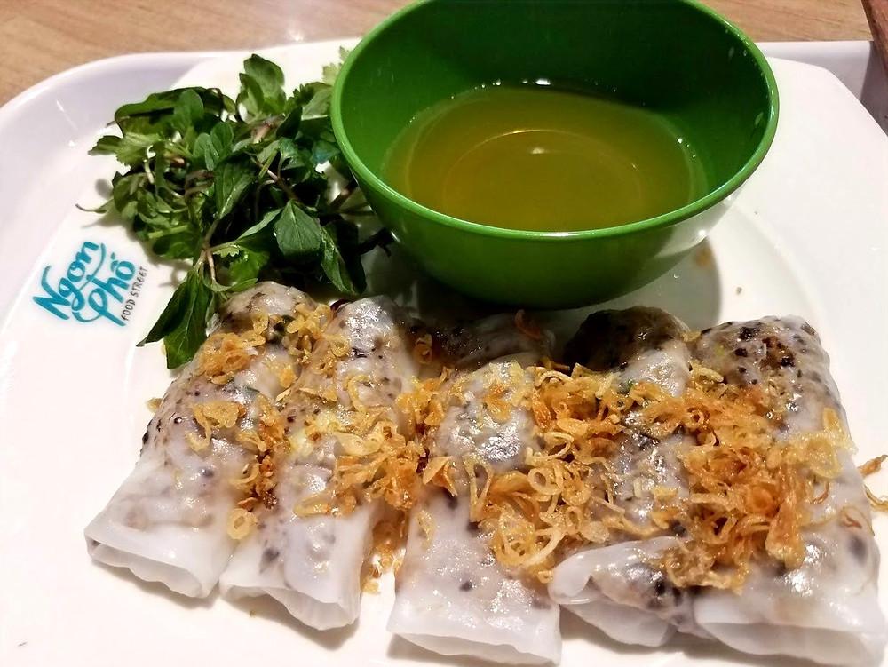 Banh cuon, rice rolls