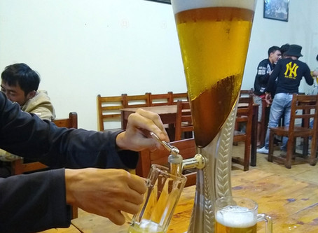 BEER and BUGS: Drinking in Dalat with the locals!