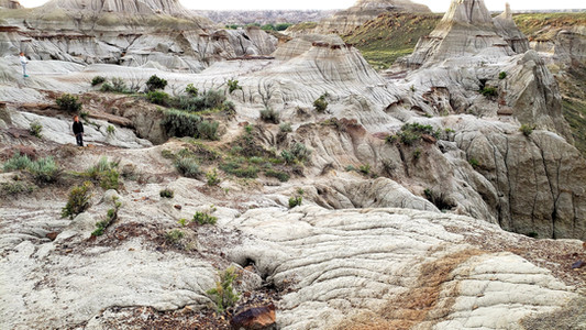 Hiking in the badlands, in Dinosaur Provincial Park