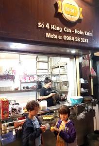 Vietnamese dessert stand in Hanoi