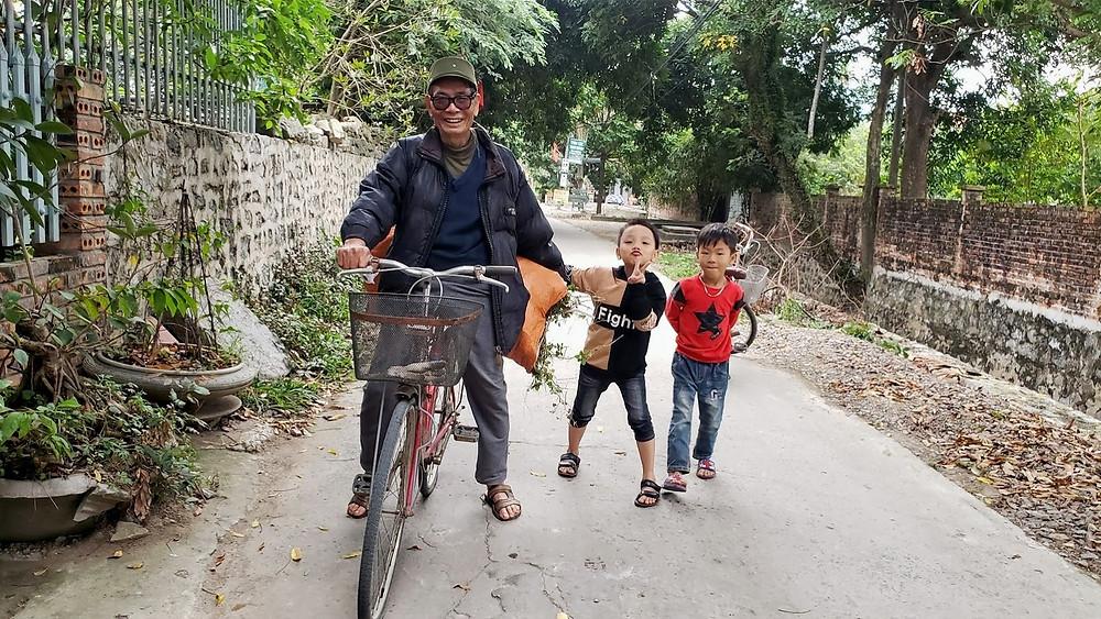 Friendly smiley faces of Ninh Binh locals
